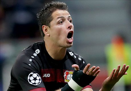 Bayer coach sticks with Chicharito