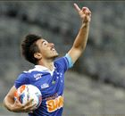 Sem contrato, Willian segue treinando