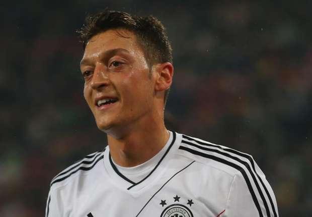 Ozil berharap dapat meraih trofi Piala Dunia dan menjadi legenda Panzer.