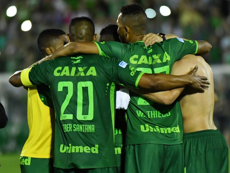 Preghiamo per voi: i messaggi di club e giocatori da tutto il mondo per la Chapecoense