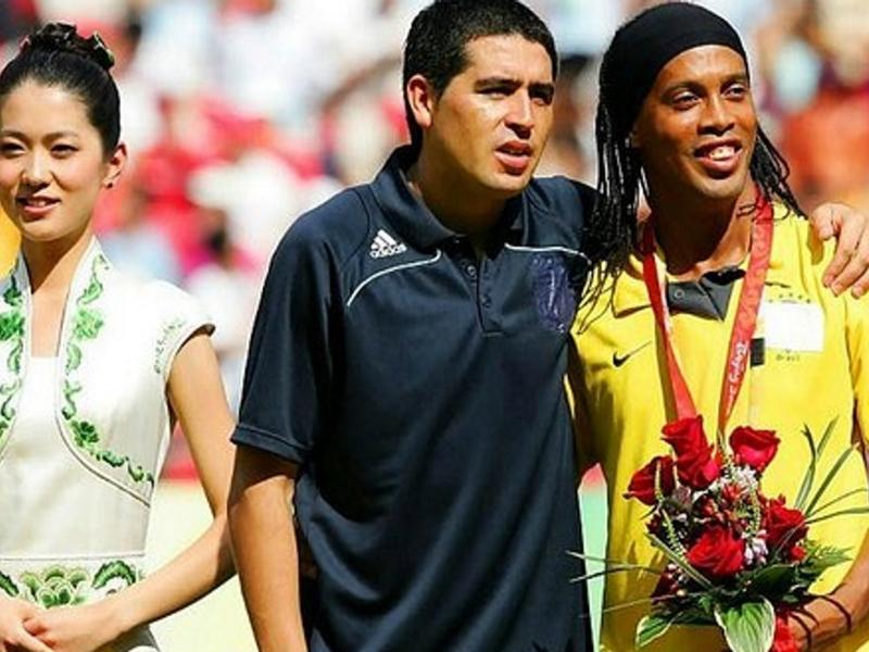 Giocare gratis per la Chapecoense: Ronaldinho e Riquelme ci pensano