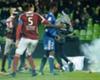 Trauma Suara Petasan, Kiper Olympique Lyon Butuh Perawatan Khusus