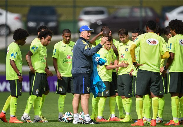 Scolari concerned by Brazil defence