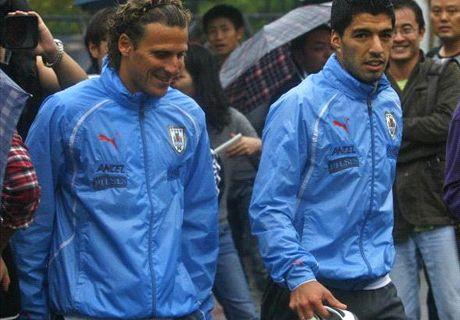 Suarez happy at Liverpool - Forlan