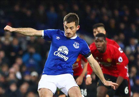 Fellaini blunder gifts Everton draw
