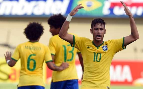 Brazil forward Neymar (R)