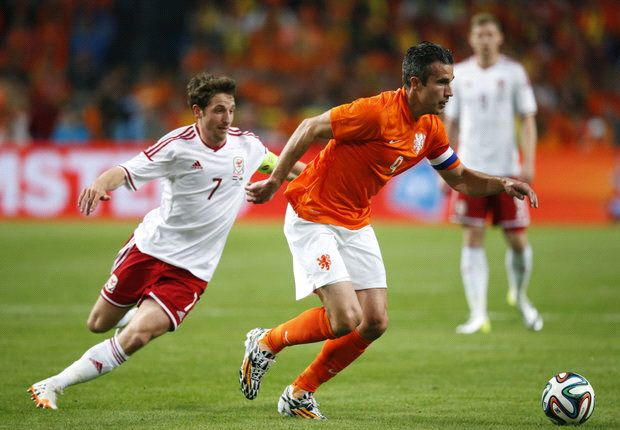 Netherlands 2-0 Wales: Robben and Lens fire Oranje to victory