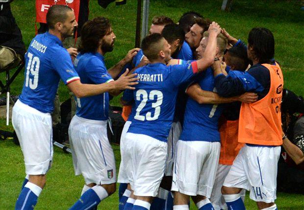 Jugadores de Italia celebrando el gol de Marchisio