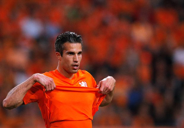 Van Persie calms fresh injury fears