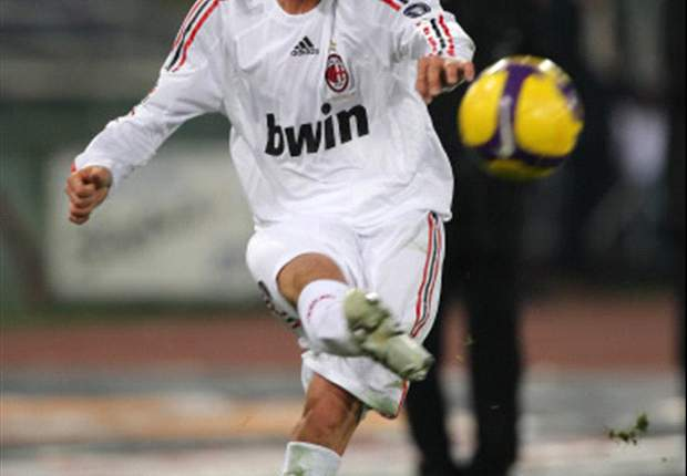 David Beckham Urges Kaka To Stay At Milan