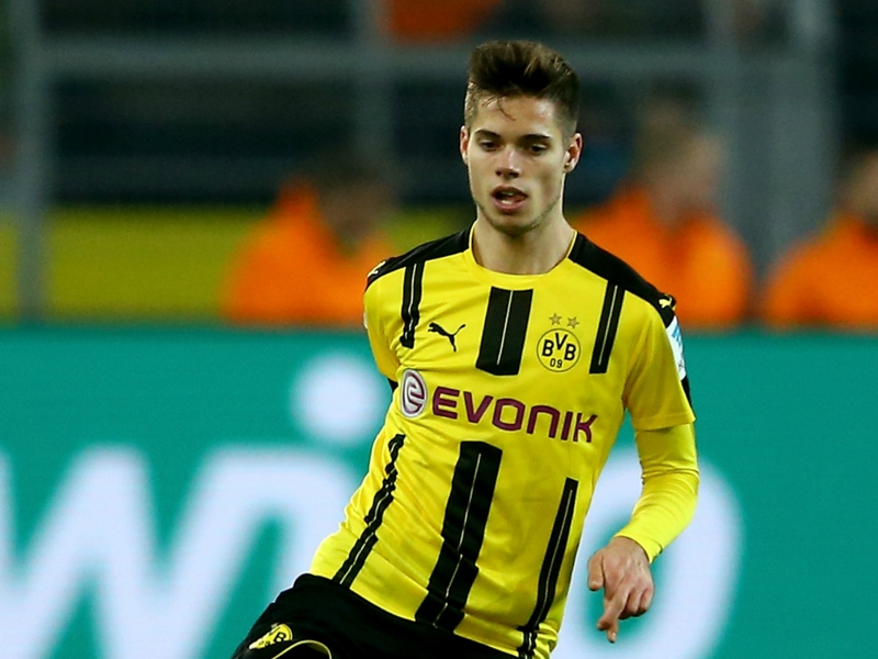 Weigl back in Dortmund training as recovery from broken ankle continues