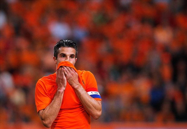 Van Persie and Janmaat hit by kitesurfer