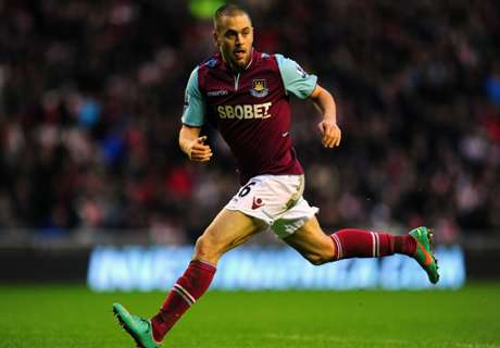 Aston Villa holt Joe Cole
