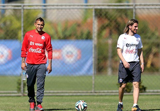 Arturo Vidal junto a Sebastián Becaccese.