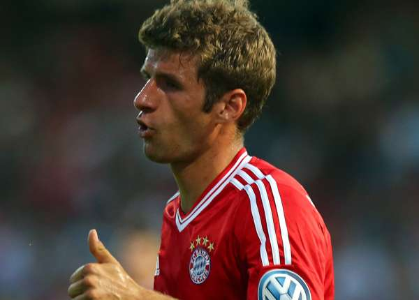 Manchester United target Muller pens Bayern contract extension