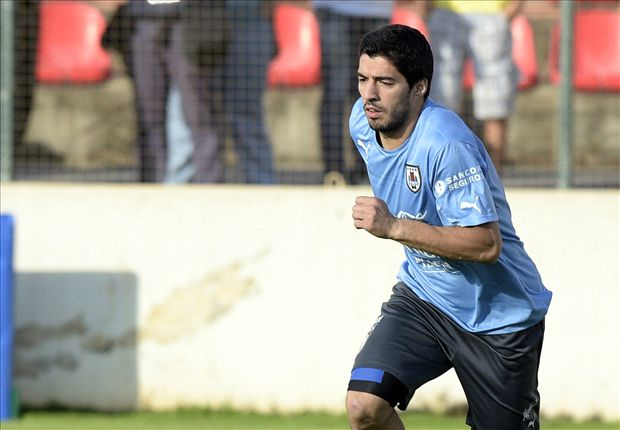 Suarez doing 'triple' shifts in Uruguay training