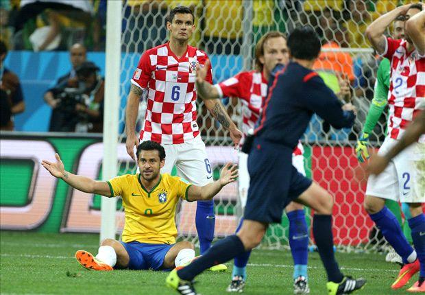 Croacia complicó a los locales, que tuvieron ayuda del arbitraje para destrabar el juego.