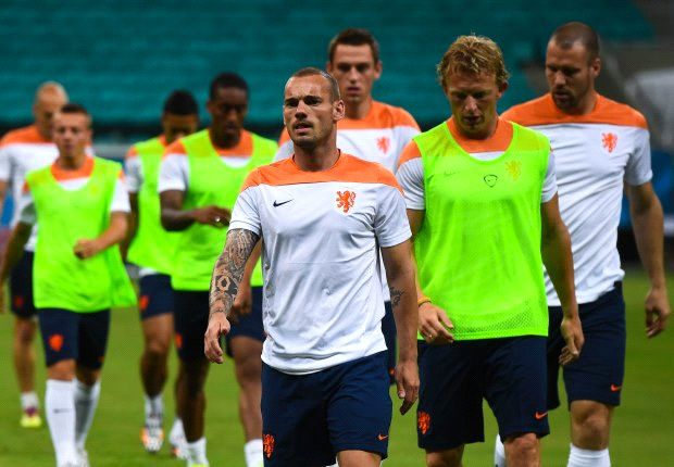 Spain rematch the 'most beautiful' way to start World Cup - Sneijder