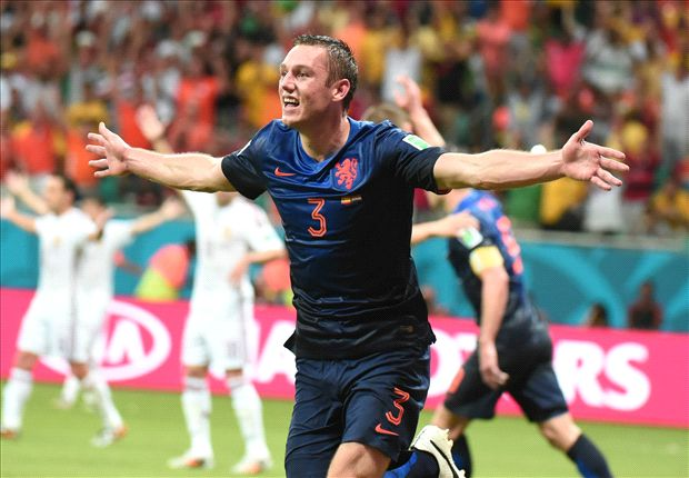 Manchester United step up De Vrij interest