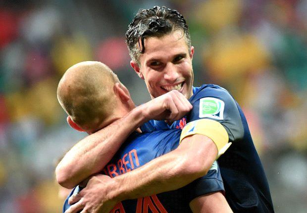 Van Persie: I love playing with 'fantastic' Robben