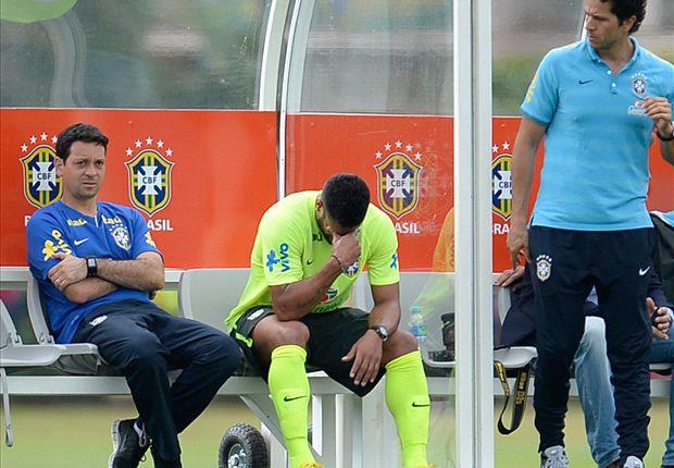 Hulk leaves Brazil training early