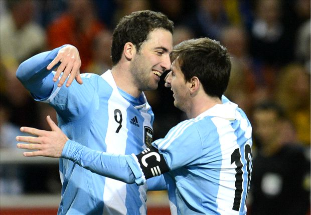 Higuain: Messi could not convince me to join Barcelona
