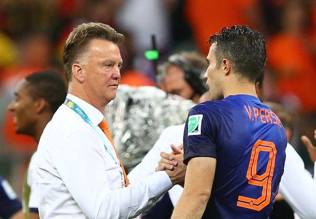 Will Van Gaal make Van Persie his new Manchester United captain?