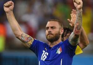 Duel Italia kontra Kroasia yang berakhir imbang 1-1 di matchday 4 Gurp H babak kualifikasi Euro 2016, jadi penanda laga ke-100 Daniele De Rossi untuk Gli Azzurri!