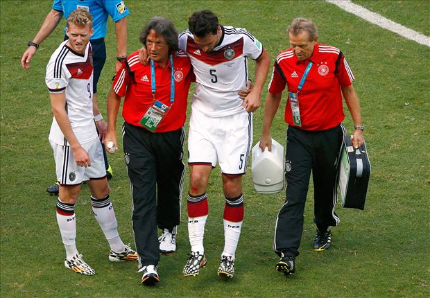 Hummels brushes off injury scare