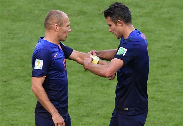 Robben & Van Persie will remain captains, says Hiddink