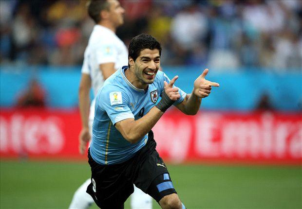 Suarez loodst Uruguay langs Engeland