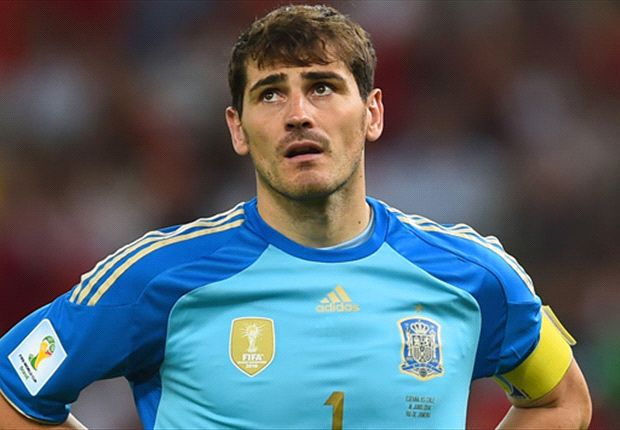 Roberto Carlos: Casillas responsible for Spain failure