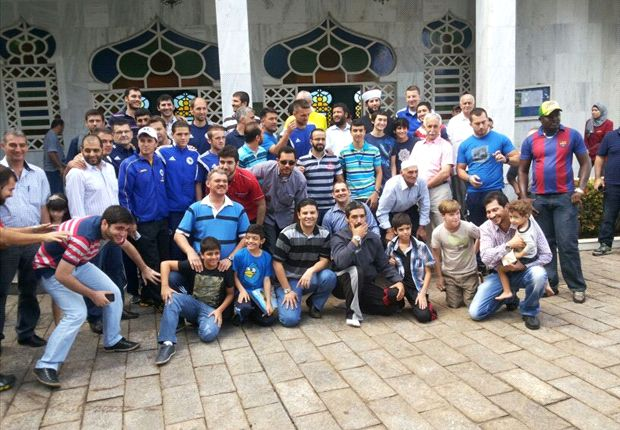 Bosnia-Herzegovina stars pay visit to Cuiaba mosque