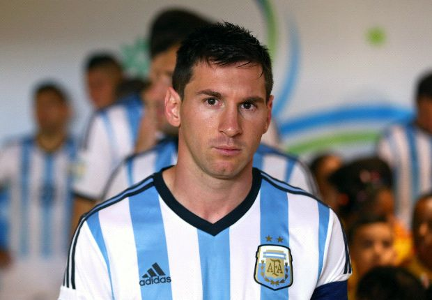 Maradona: Messi needs to deliver for Argentina like Neymar has for Brazil