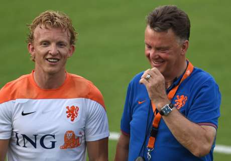 Kuyt handed 100th Netherlands cap