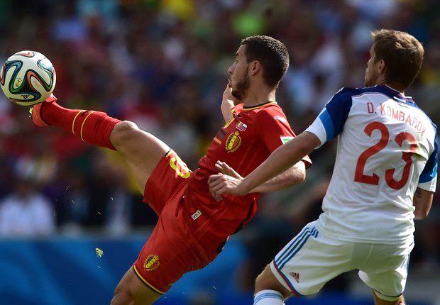Eden Hazard y Dmitry Kombarov, en una pugna por el balón en Maracaná