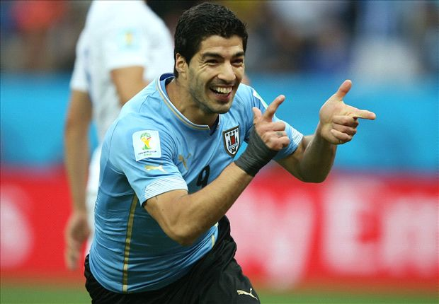 Liverpool to stand firm on Suarez terms as Barcelona officials fly in for transfer talks