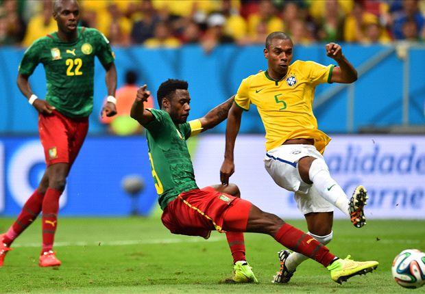 Paulinho: I congratulated Fernandinho on his goal