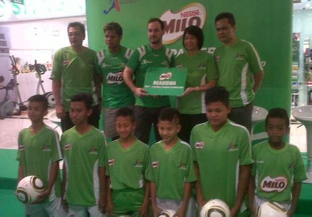 Sebanyak 20 anak Indonesia berbakat akan menerima beasiswa dari program Milo-LotteMart Football Scholarship.