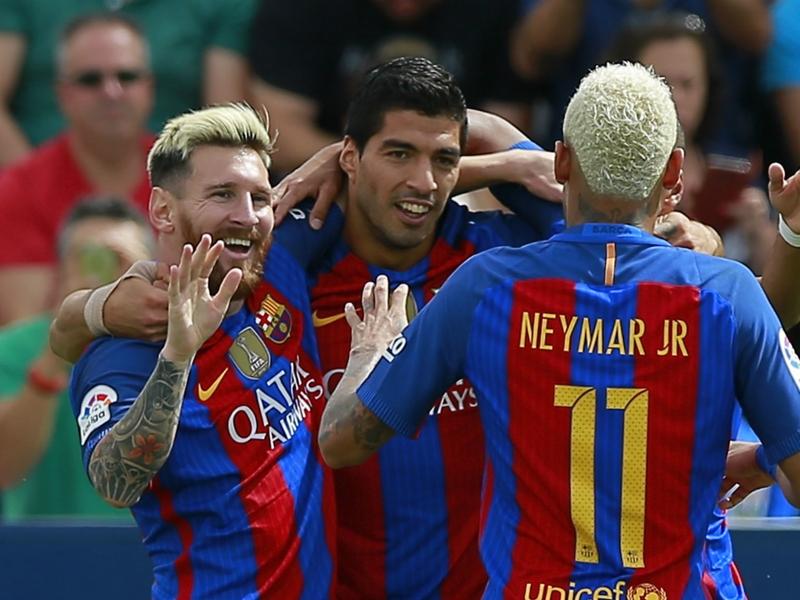 سواريز لإدارة برشلونة: جددوا عقد ميسي بدلًا من الحديث عنه