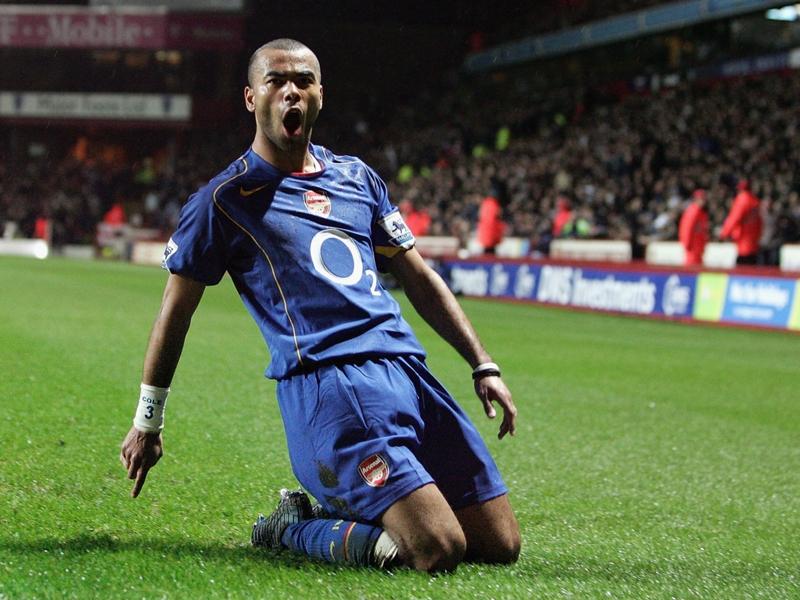 Ashley Cole se rit des malheurs d'Arsenal