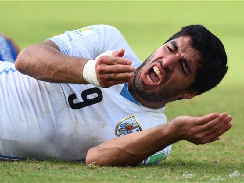 Suarez shrugs off Chiellini bite claim: 'These things happen'