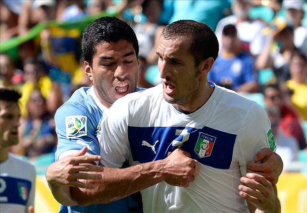 Did Suarez try to bite Chiellini before?