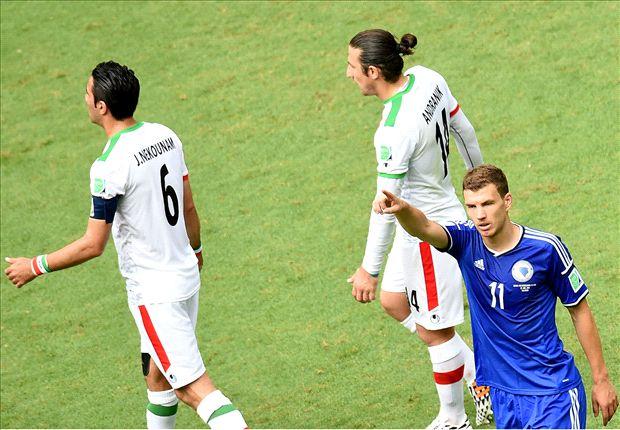 Dzeko marcó el primer gol del encuentro con un disparo cruzao