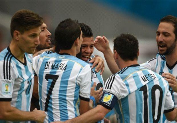 Los argentinos celebran el tercer tanto de la tarde