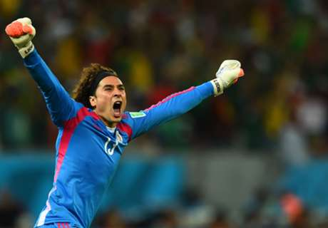 Official: Malaga swoop for Ochoa