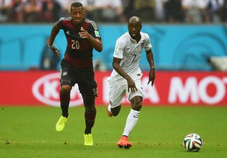 Houston signs DaMarcus Beasley