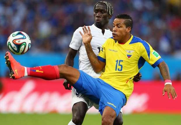 Viele harte Duelle prägten das Spiel zwischen Frankreich und Ecuador