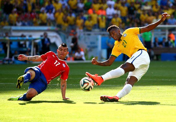 Brazilië zwijnt met winst na strafschoppen