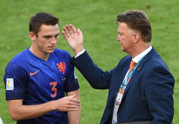 De Vrij has not signed for Manchester United, insists agent